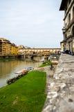 Ponte Vecchio - γέφυρα πέρα από τον ποταμό Arno που βρίσκεται στη Φλωρεντία στοκ φωτογραφίες