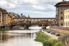 Ponte Vecchio και ο ποταμός Arno στη Φλωρεντία, Ιταλία Στοκ Εικόνες