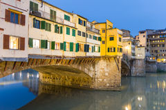 Ponte Vecchio και ο ποταμός Arno στη Φλωρεντία, Ιταλία Στοκ εικόνα με δικαίωμα ελεύθερης χρήσης