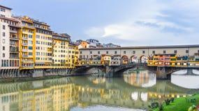 Ponte Vecchio και ο ποταμός Arno στη Φλωρεντία, Ιταλία Στοκ Φωτογραφίες