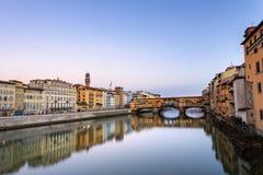 Ponte Vecchio και ποταμός Arno - Φλωρεντία Ιταλία στοκ εικόνα