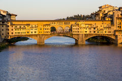 Ponte Vecchio κατά τη διάρκεια του ηλιοβασιλέματος, Φλωρεντία Στοκ Φωτογραφία