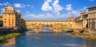 Ponte Vecchio πέρα από τον ποταμό Arno στη Φλωρεντία στοκ εικόνα