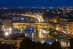 Ponte Vecchio πέρα από τον ποταμό Arno στη Φλωρεντία, Ιταλία Στοκ εικόνα με δικαίωμα ελεύθερης χρήσης