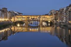 Ponte Vecchio τη νύχτα στη Φλωρεντία, Ιταλία Στοκ Εικόνες