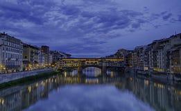 Ponte Vecchio τη νύχτα, Φλωρεντία, Ιταλία Στοκ φωτογραφία με δικαίωμα ελεύθερης χρήσης
