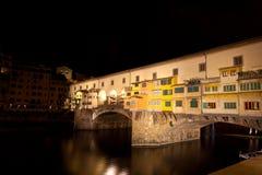 Ponte Vecchio, Арно, ноча, Флоренс, Италия Стоковое Изображение RF