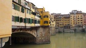Ponte Vecchio и река Арно в Флоренсе, Тоскане видеоматериал