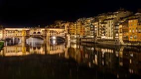Ponte Vecchio alla notte a Firenze, Italia Fotografia Stock