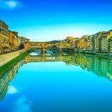 Ponte Vecchio Markstein, alte Brücke, der Arno-Fluss in Florenz. Tusc Stockbilder
