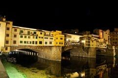 Ponte Vecchio bij nacht Stock Afbeeldingen