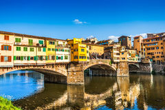 Ponte Vecchio bij zonsondergang in Florence, Italië stock foto