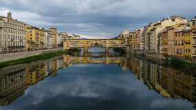 Ponte Vecchio bro - Florence (Italien) Royaltyfria Bilder