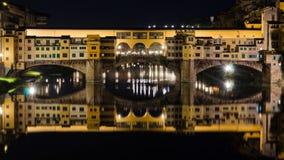 Ponte Vecchio bro vid natt - Florence Arkivfoto