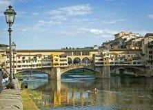 Ponte Vecchio den berömda bron Fotografering för Bildbyråer