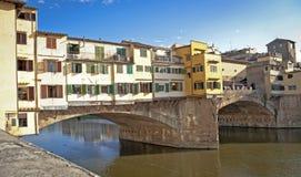 Ponte Vecchio den berömda bron Arkivfoton