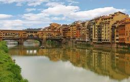 Ponte Vecchio die berühmte Bogenbrücke in Florenz, Italien lizenzfreie stockfotografie