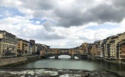 Ponte Vecchio in een bewolkte dag royalty-vrije stock afbeelding