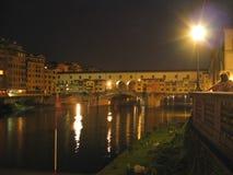 Ponte Vecchio entro la notte Fotografia Stock