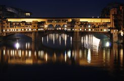 Ponte Vecchio a Firenze alla notte Immagini Stock Libere da Diritti