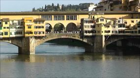 Ponte Vecchio, Florencia, Italia almacen de video