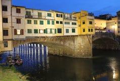 Ponte Vecchio most w Florencja, Włochy w wieczór Fotografia Stock