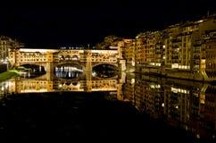 Ponte Vecchio nachts lizenzfreies stockbild