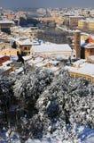 Ponte Vecchio o puente viejo Florence Italy con el panorama Toscana de la nieve Foto de archivo