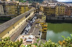 Ponte Vecchio over Arno-rivier in Florence, Italië stock afbeeldingen