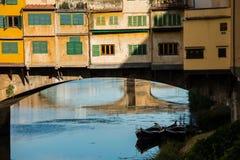 Ponte Vecchio over Arno-rivier in Florence, Italië stock foto's
