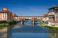 Ponte Vecchio over Arno rivier, Florence, Toscanië in Italië royalty-vrije stock foto