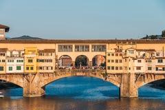 Ponte Vecchio over de Arno-rivier in Florence, Toscanië, Italië royalty-vrije stock afbeelding