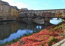 Ponte Vecchio på Riveret Arno i Florence, Italien arkivbild