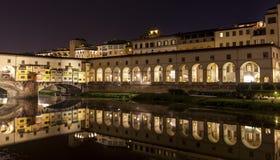 Ponte Vecchio sobre Arno River, Florença, Itália, Europa Fotos de Stock