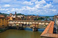 Ponte Vecchio sobre el río de Arno en Florencia, Italia Fotografía de archivo