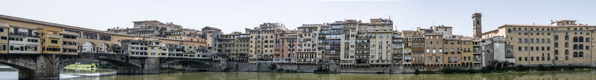 Ponte Vecchio stor panorama Royaltyfria Foton