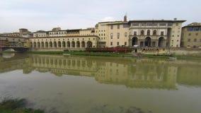 Ponte Vecchio und der der Arno-Fluss in Florenz, Toskana stock footage