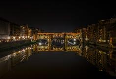 Ponte vecchio vid natt! arkivfoto