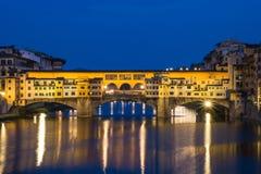 Ponte Vechio bro på natten, Florence, Italien Royaltyfri Bild