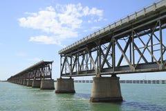 A ponte velha da estrada de ferro na chave de Baía Honda Foto de Stock Royalty Free