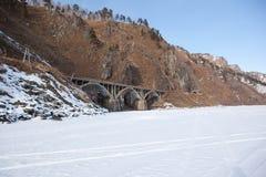 Ponte velha da estrada de ferro perto do lago Baikal Fotografia de Stock