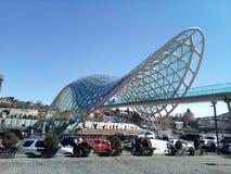 ponte velha da paz de Tbilisi imagens de stock royalty free