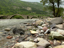 Ponte velha da rocha, montanhas de Rhodope, Bulgária Fotos de Stock Royalty Free