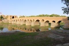 Ponte velha Ponte de Shahrestan em Isfahan, Irã imagem de stock