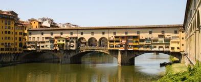 Ponte velha de Ponte Vecchio em Arno Fotografia de Stock Royalty Free