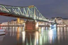 Ponte velha do ferro no cano principal de Francoforte, Alemanha Imagem de Stock Royalty Free