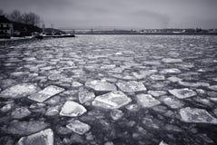 Ponte velha e gelo rachado Fotografia de Stock