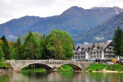 Ponte velha no lago Bohinj Imagem de Stock