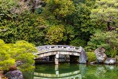 Ponte velha sobre um lago dentro Chion-no templo em Kyoto, Japão fotos de stock royalty free