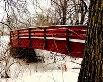 Ponte vermelha da cidade Fotografia de Stock